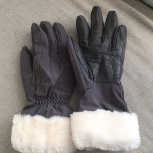 Ugg gray sheepskin gloves